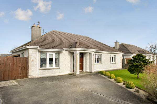 17 Parker's Hill, Walsh Island, Co. Offaly.