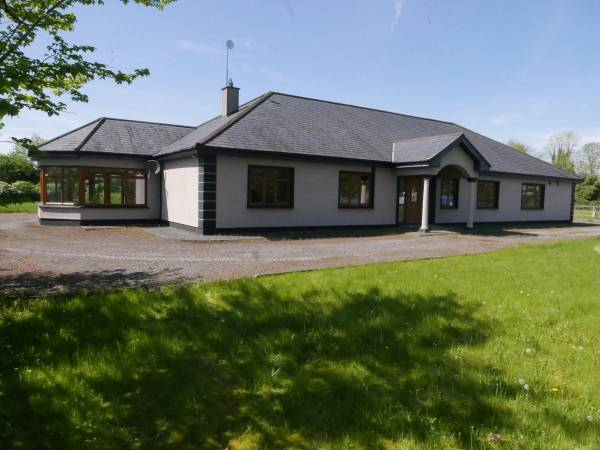 Stunning 4/5 Bed Detached Bungalow (3,055sq.ft) with Double Garage