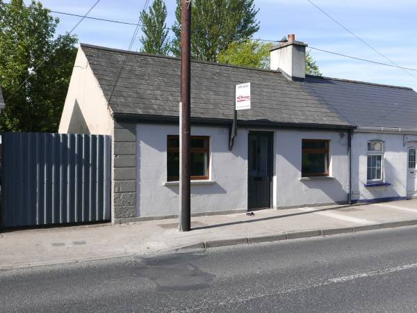 15 Bracklone Street, Portarlington, Co. Laois.