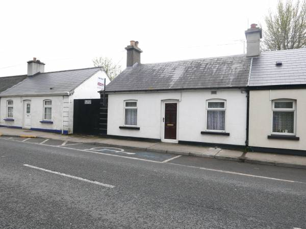 2 Bed Semi-Detached Cottage with Extension to Rear